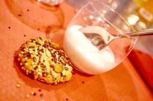 Crema cotta di cocco con biscotti